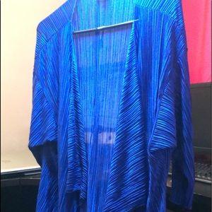 Selling a coverall/ shawl. LuLaRoe Shirley